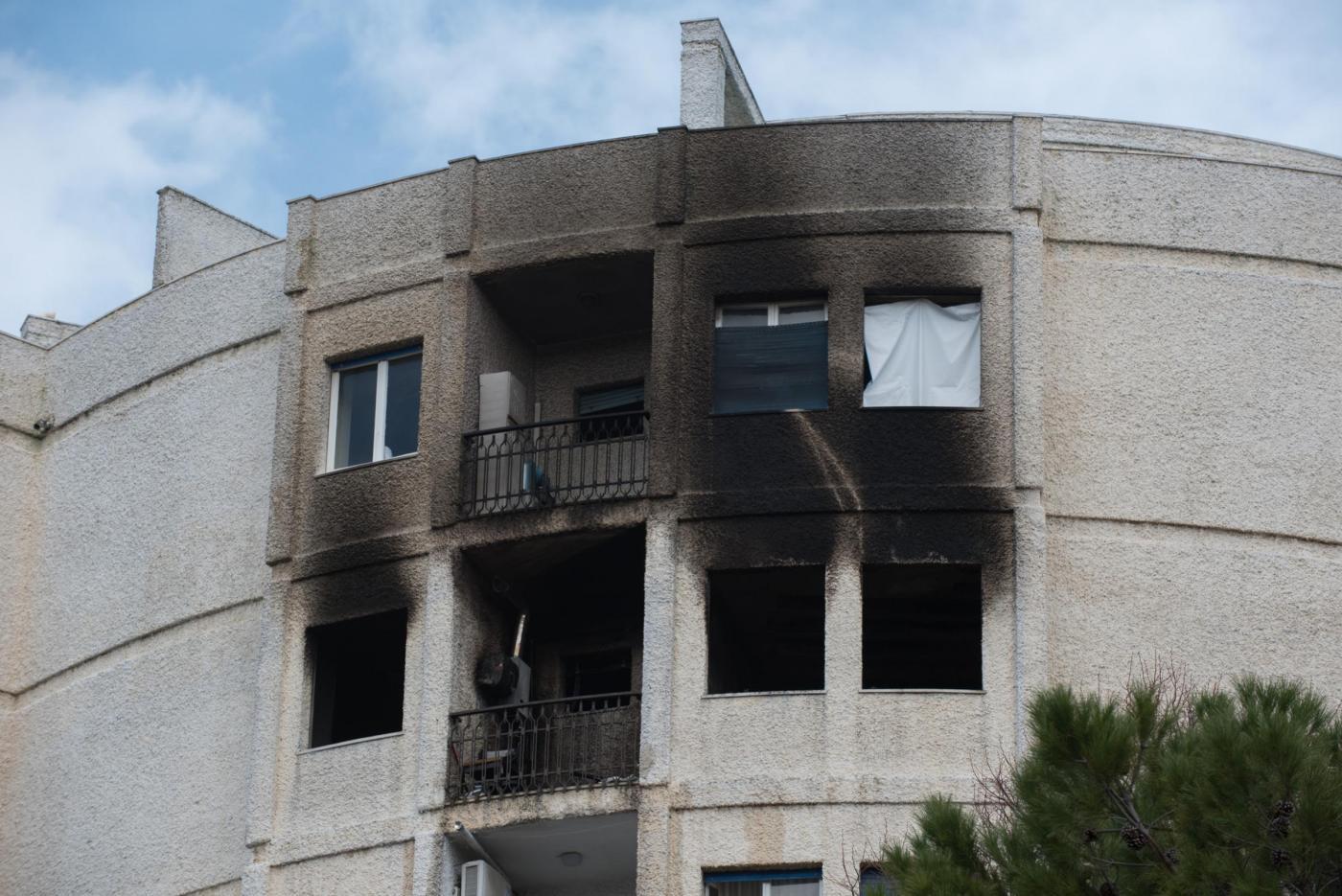Incendio montesilvano l 39 uomo caduto dalla finestra era un for Regolarizzazione stranieri senza permesso di soggiorno