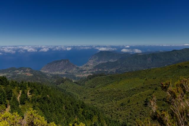 Santana è un grazioso posto in cui esplorare alcuni dei migliori percorsi accanto alle Levada delle foreste Laurisilva a Queimadas e Pico das Pedras. Il punto più alto di Madeira, il Pico Ruivo, a 1861 m per delle vedute spettacolari