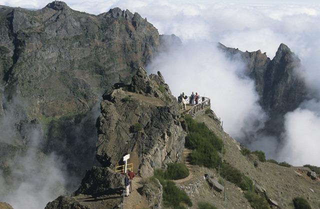 A Pico do Adeiro è possibile avventurarsi in un percorso a stretto contatto con la natura e le bellezze paesaggistiche del posto