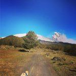 Eruzione Etna, nuova violenta esplosione stavolta a bassa quota: impressionante nube di cenere [FOTO LIVE]