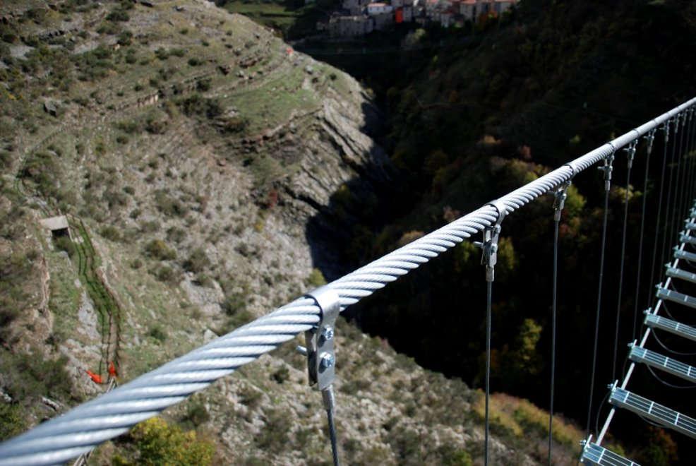 Ponte alla luna in basilicata il ponte tibetano pi for Foto di ponti su case