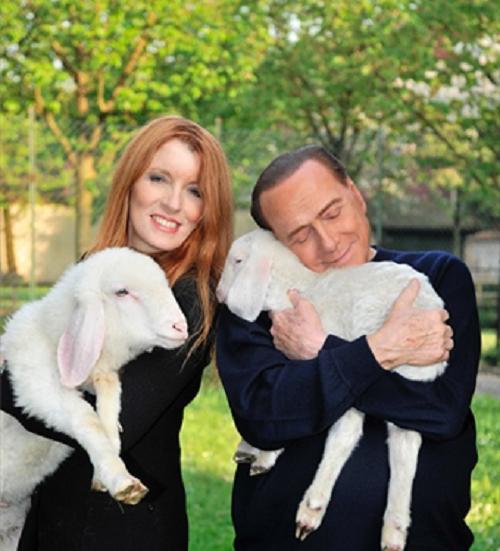 Silvio Berlusconi salva cinque agnellini: le foto