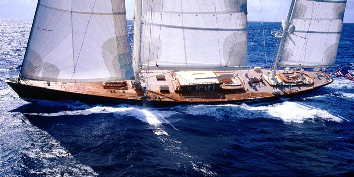 Milano montenapoleone yacht club presenta german frers a for Yacht design milano