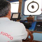 Fiamme nella sala macchine di un traghetto per le Eolie: nessun ferito [GALLERY]