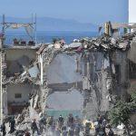Crolla palazzina a Torre Annunziata: coinvolte 2 famiglie tra cui 2 bambini, si scava tra le macerie [FOTO e VIDEO]