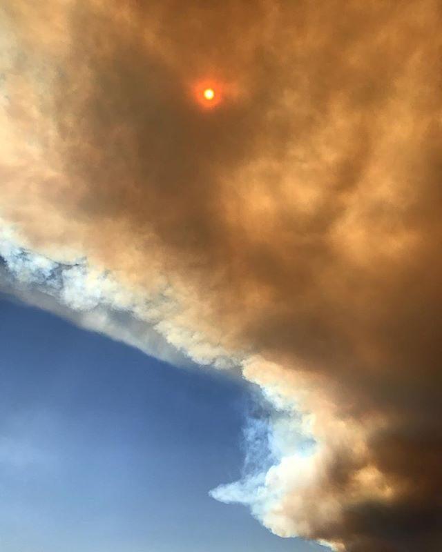 Ancora fiamme sul Vesuvio, arrivano i militari di Strade Sicure