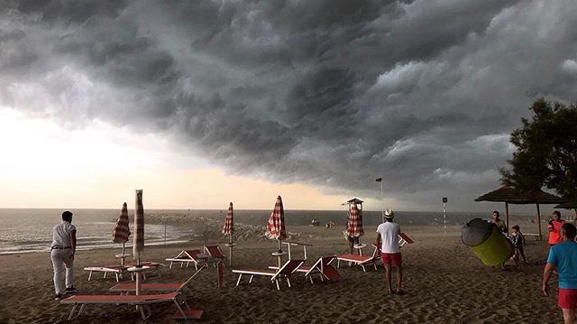 Maltempo, violenti temporali al Nord: temperature in picchiata, danni per le bombe d'acqua [FOTO]