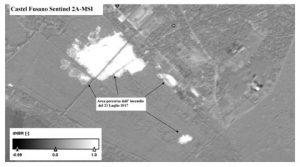Figura 1 - Indice di differenza di NBR derivato dalle immagini Sentinel2A-MSI antecedente (20 giugno 2017) e successiva (20 luglio 2017) all'incendio iniziato il 17 luglio 2017. Il nero-grigio indica non cambiamento; tonalità di grigio chiarissimo verso il bianco indicano cambiamento. Il perimetro è stato rilevato mediante fotointerpretazione (Contains modified Copernicus Sentinel data [2017]; Landsat 8-OLI courtesy of U.S. Geological Survey; Software used SNAP-ESA, data processing Stefania Amici-INGV) [credits Contains modified Copernicus Sentinel data [2017]; Landsat 8-OLI courtesy of the U.S. Geological Survey, HARRIS-ENVI, data processing Stefania Amici-INGV]