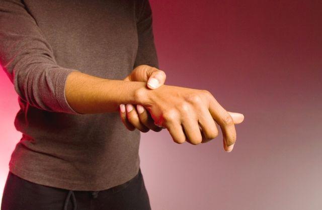 Da dolori a mal di schiena atipico, spie malattia reumatica