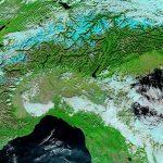 Siccità e incendi, il Nord Italia visto dallo Spazio è irriconoscibile: le Alpi come montagne del deserto [FOTO]