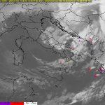 """Maltempo, la """"Tempesta Mediterranea"""" si concentra al Centro/Sud: freddo, venti impetuosi e forti temporali mentre al Nord è già tornato il caldo [LIVE]"""