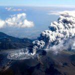 Giappone: il vulcano Shinmoedake erutta per la prima volta in 6 anni [GALLERY]