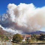 """Incendi, Piemonte in ginocchio: le Alpi continuano a bruciare, enorme nube di fumo sulla Regione """"e non ci sarà nulla da fare per giorni e giorni"""""""