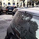 """Incendi in Piemonte, inferno di fuoco sulle Alpi: Torino soffoca nel fumo e le polveri sottili vanno alle stelle, """"così la gente rischia di morire"""""""
