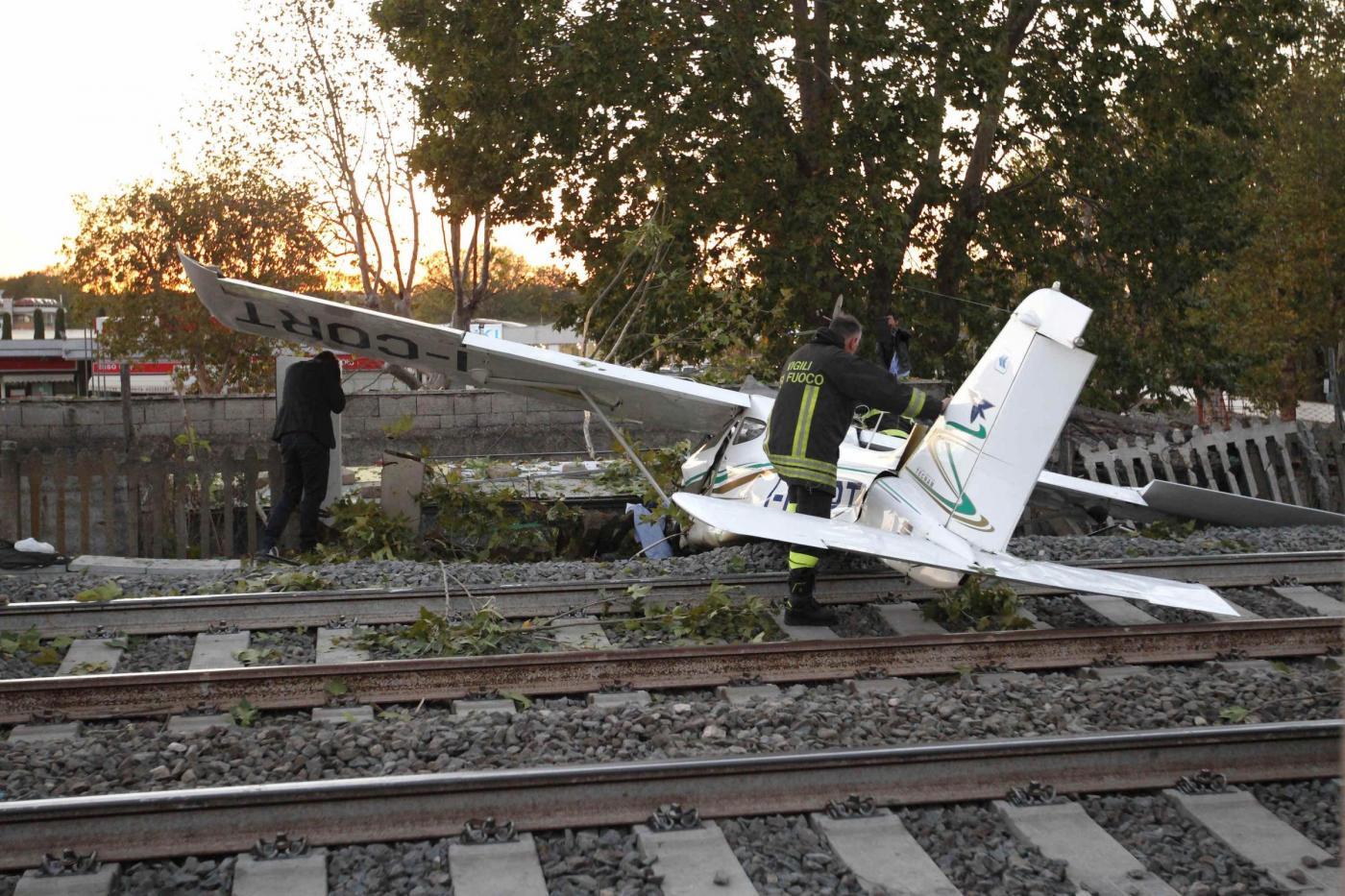 Aeroporto Urbe : Manovre acrobatiche con avvicinamento e atterraggio a roma urbe