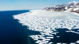Ambiente, concentrazioni record di microplastiche nel ghiacc