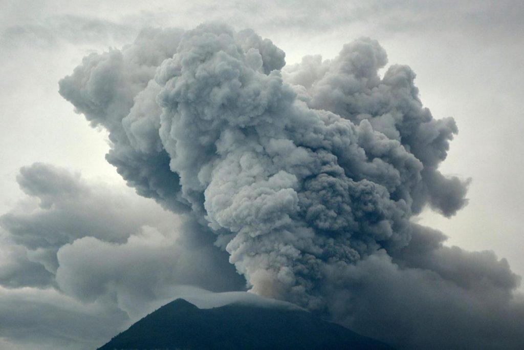 vulcano agung indonesia