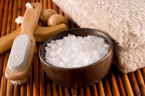 Sale caldo: come usarlo e tutti i benefici per alleviare i dolori