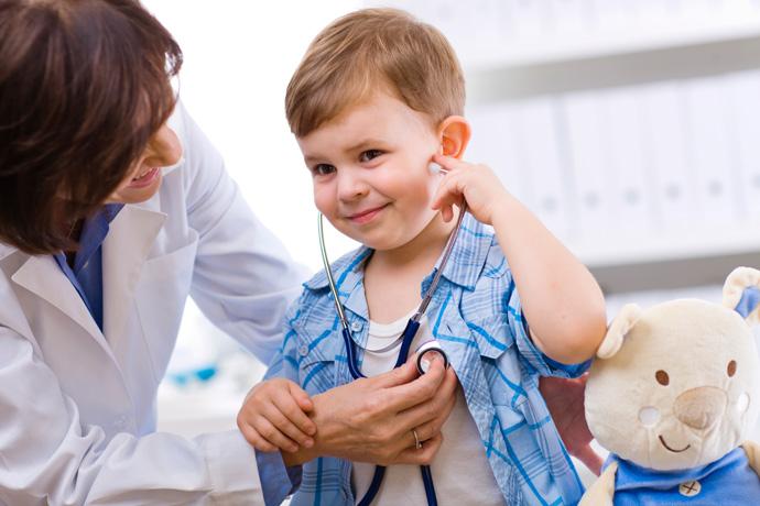 controllo medico bambino