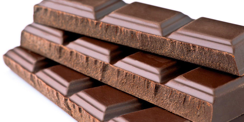 Pezzi di plastica nel cioccolato: tavolette Lindt ritirate dal mercato