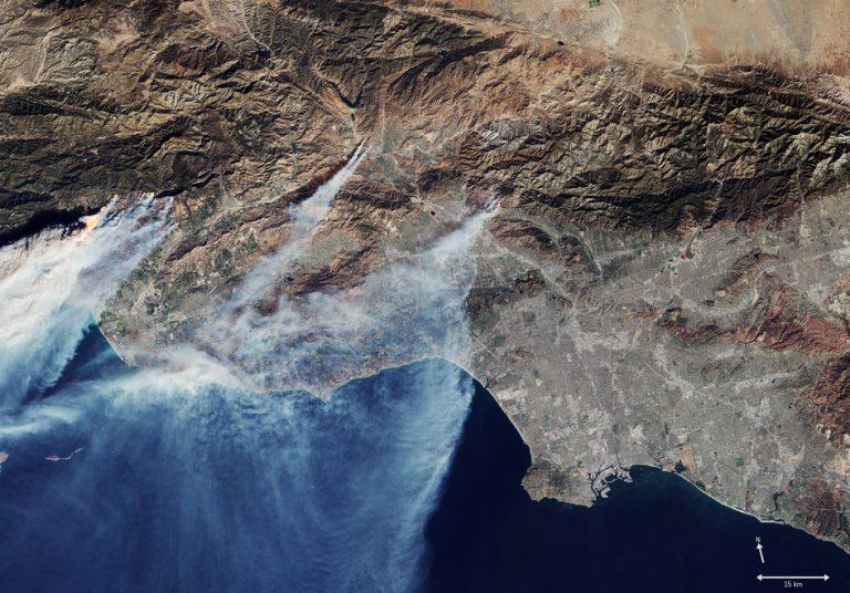 California in fiamme