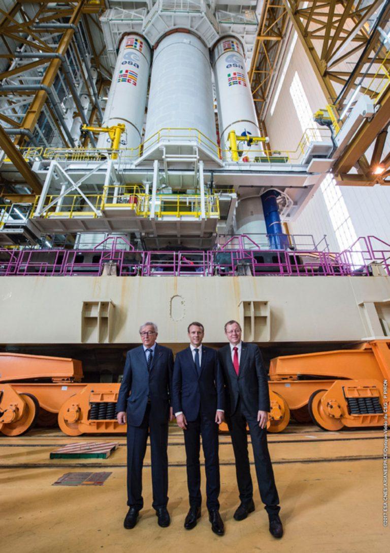 Macron e Juncker visitano lo spazioporto. Credit: P PIRON