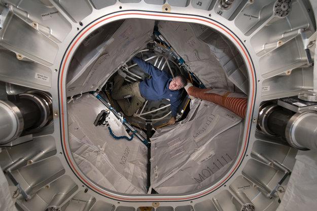 Paolo Nespoli nel modulo espandibile BEAM