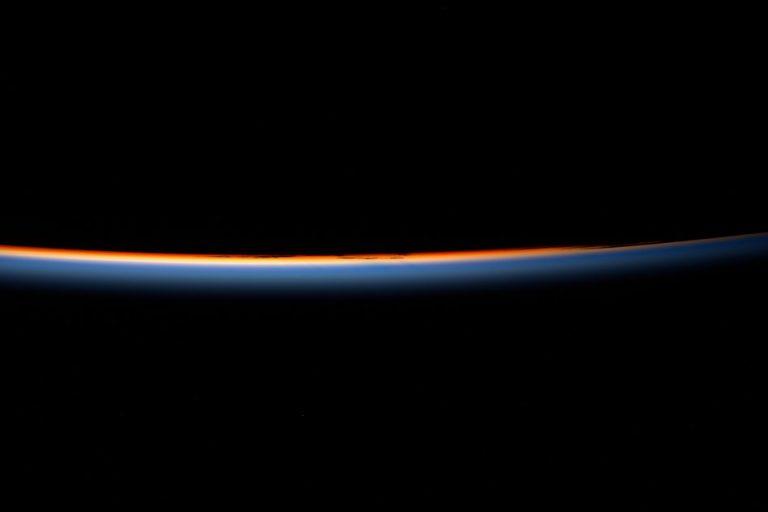L'alba dallo spazio