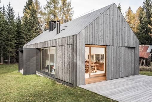 belluno l 39 abitazione ecosostenibile che si fonde con la natura legno d 39 abete protagonista. Black Bedroom Furniture Sets. Home Design Ideas