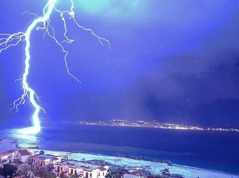 Maltempo    violentissimo temporale su Messina    spaventosa tempesta di fulmini e grandinata