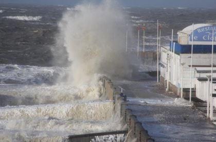 La tempesta Eleanor arriva in Gran Bretagna. Un morto in Francia