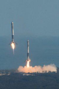 Space X lancia il razzo Falcon Heavy