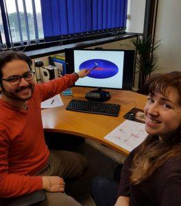 """Gabriele Bruni e Francesca Panessa, astrofisici dell'Inaf Iaps di Roma, indicano l'esatta posizione nel cielo gamma del """"mostro"""" da loro scoperto"""