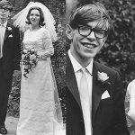 """Stephen Hawking, il miglior ricordo nel Giorno del Pi greco: """"Ricordatevi di guardare verso le stelle e non giù verso i vostri piedi"""""""