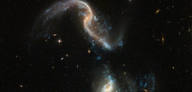 fusione galassie Arp 256 Hubble
