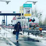 """Maltempo, il terribile GELICIDIO paralizza il Centro/Nord: chiuse strade e autostrade, treni fermi per la """"pioggia congelata"""""""