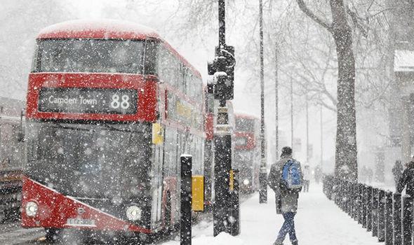 Maltempo, il Burian ritorna nel Regno Unito: neve a Londra che passa da +13°C a -1°C in poche ore [GALLERY]