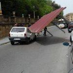 """Catania, forti raffiche di vento a Caltagirone: il Comune raccomanda prudenza, """"non uscite di casa fino a domani"""""""