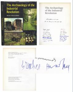 Stephen Hawking: all'asta il libro firmato prima che la SLA