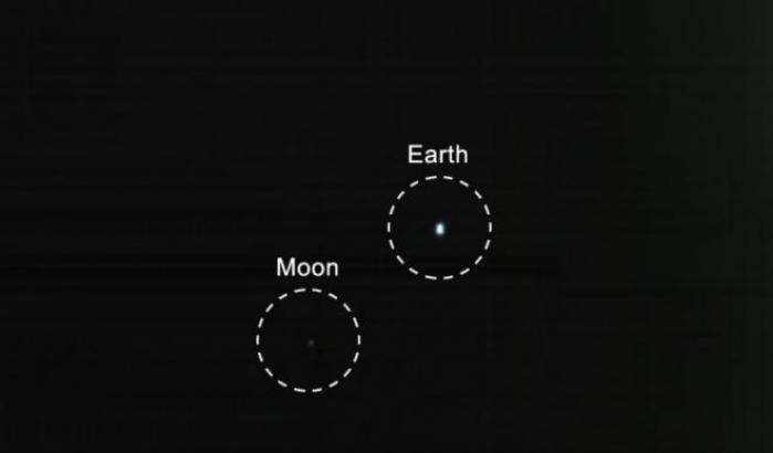 La foto alla Terra e alla Luna scattata da MarCO-B