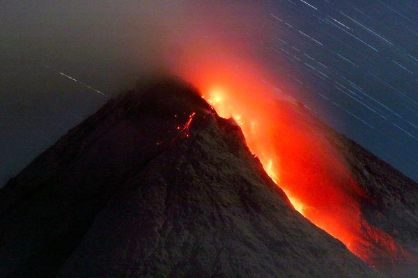 eruzione monte merapi