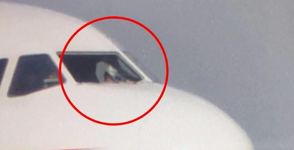 finestrino rotto Sichuan Airlines