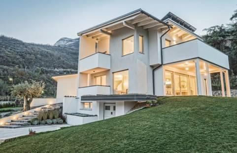 Una villa unifamiliare immersa nei vigneti di famiglia for Progetto casa piccola