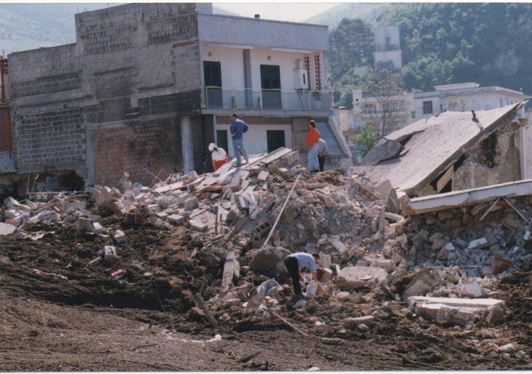 Foto delle frane del 1998 presenti nell'archivio di Rinascere (associazione delle vittime delle frane del 5 maggio 1998)