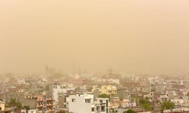tempesta sabbia india