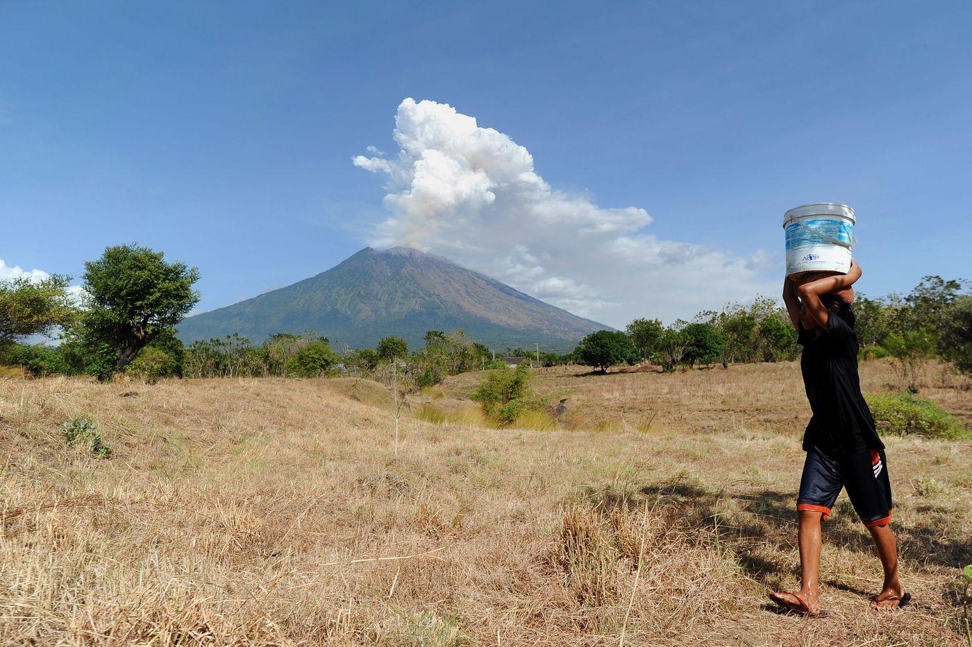 Aeroporto Bali : Eruzione del vulcano agung in indonesia riaperto l aeroporto di