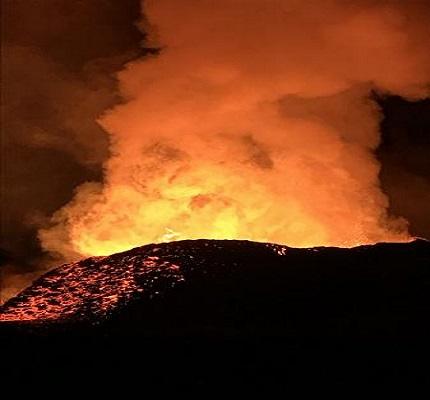 Hawaii, l'eruzione continua con forti terremoti: fontane di