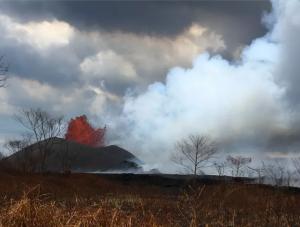 Nuovo affascinante fenomeno del Kilauea: pennacchi vulcanici