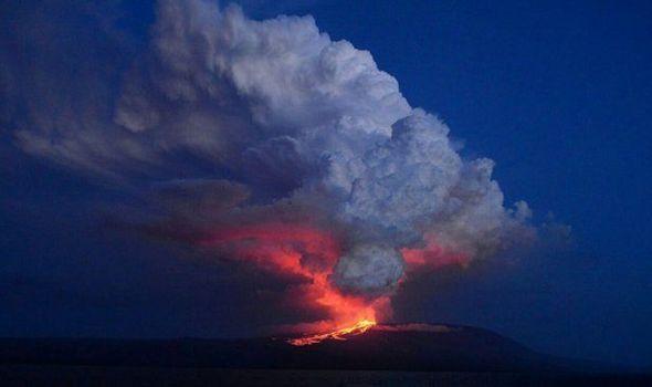 eruzione vulcano la cumbre galapagos