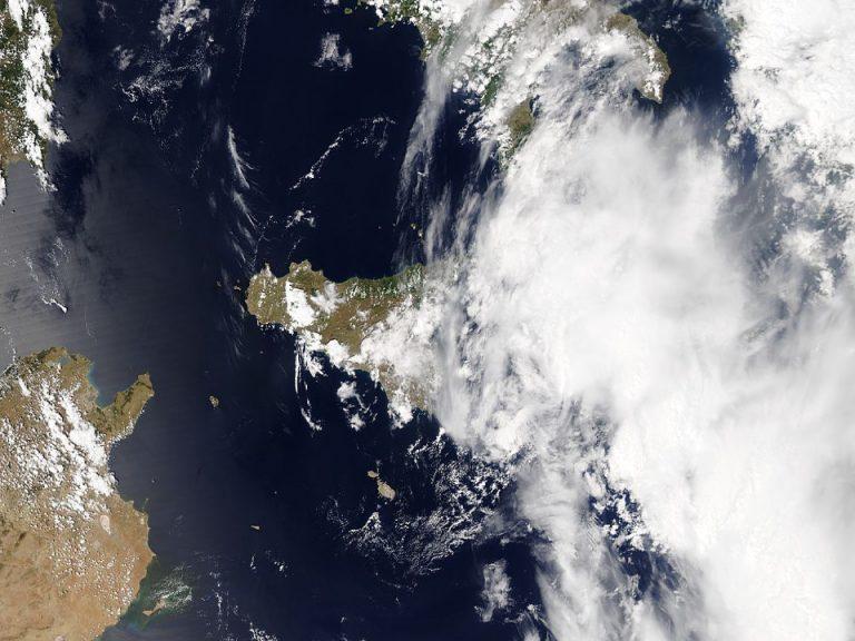 Il ciclone tropicale nel pomeriggio di ieri sul mar Jonio